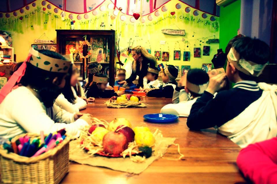 0bc47cf9628 Εστιάζει στη δημιουργικότητα του ατόμου και στην ενασχόληση με πρωτότυπες  καλλιτεχνικές δραστηριότητες. Προσφέρεται για θεματικά παιδικά πάρτι για  παιδιά ...